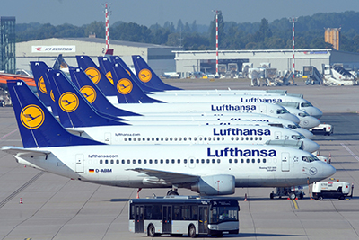 epa03387684 Planes of airline Lufthansa sit on a runway of the airport in Duesseldorf, Germany, 07 September 2012. 'The Independent Flight Attendants' Organization (UFO) has once again called on Lufthansa stewards and stewardesses to strike. EPA/FEDERICO GAMBARINI